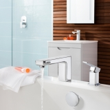 2-crosswater-tapsshowers-atoll-bath-tap-on-with-waterrt
