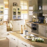 17-chippendale-kitchens-traditional-planked-buttermilk